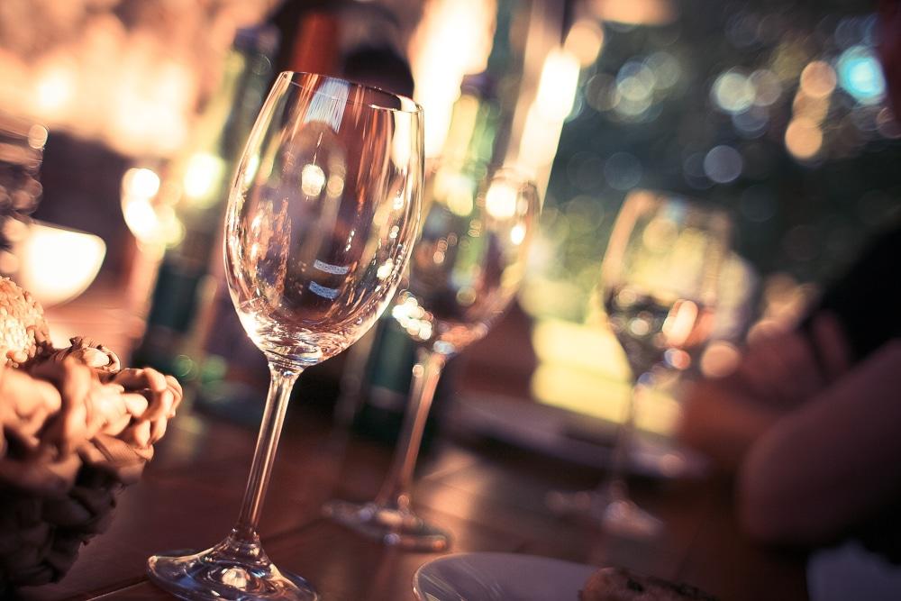 Juhlakattaus - viinilasit
